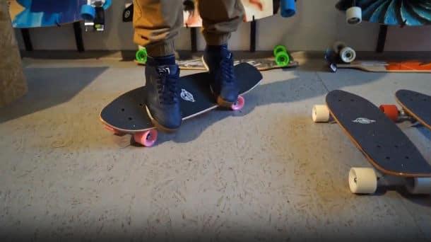 Mini Skateboard vs. Longboard Skating